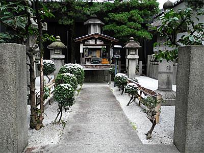 秀次と妻子の墓